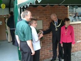 Nial Magee unveiling plaque